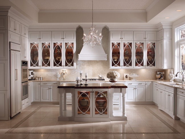classic kitchen with amazing pendants luxazin